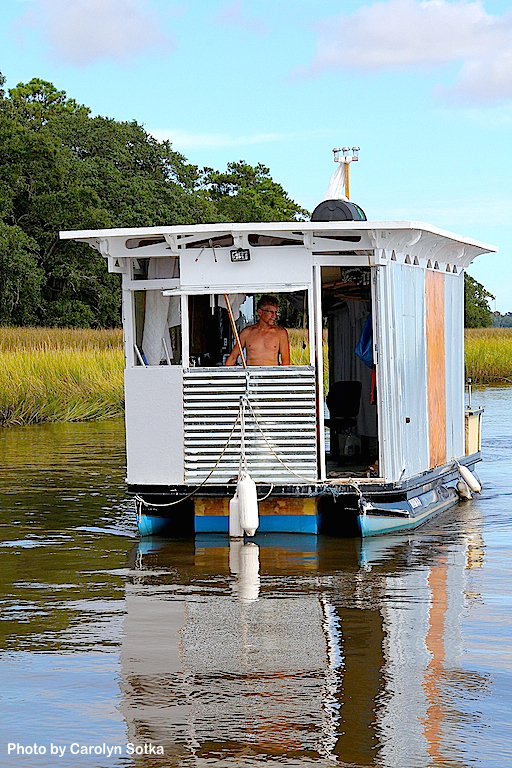 1 Tiny House Boat